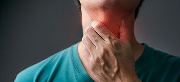 喉(のど) の痛みや喉が腫れる原因、治し方